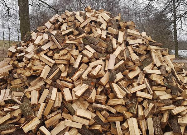Palivové dřevo tvrdé naštípané